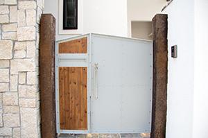 玄関、ポスト、アプローチ、駐車場、遮蔽(目隠し)、ウッドデッキ