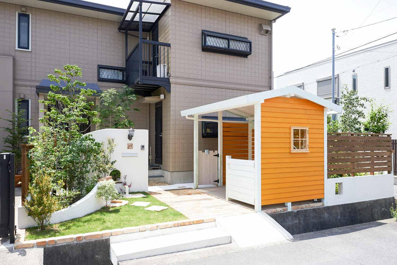 木製自転車置き場として利用する庭小屋