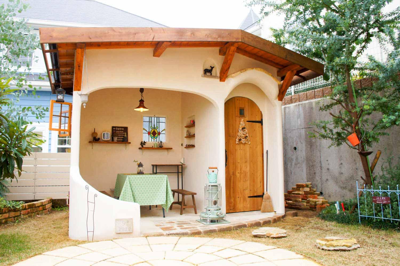 庭で食事などを楽しむための庭小屋