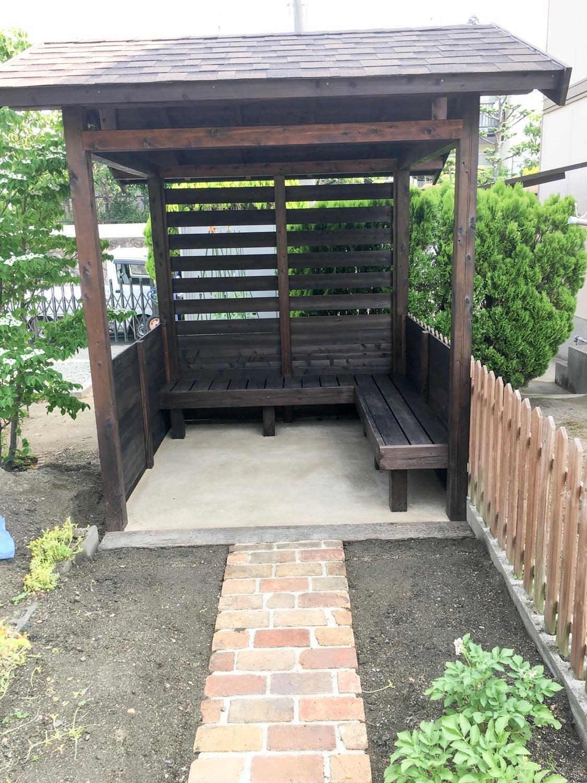 菜園の休憩所兼道具置き場としての庭小屋