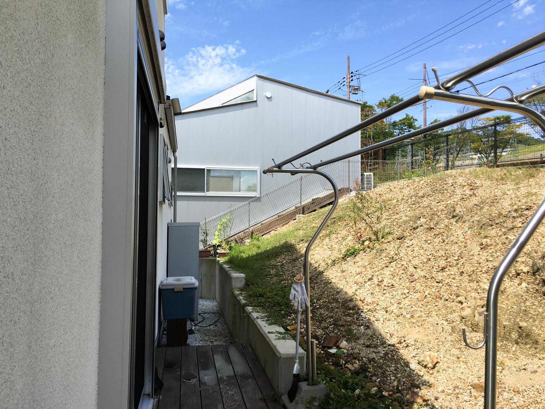 急斜面の裏庭を有効利用