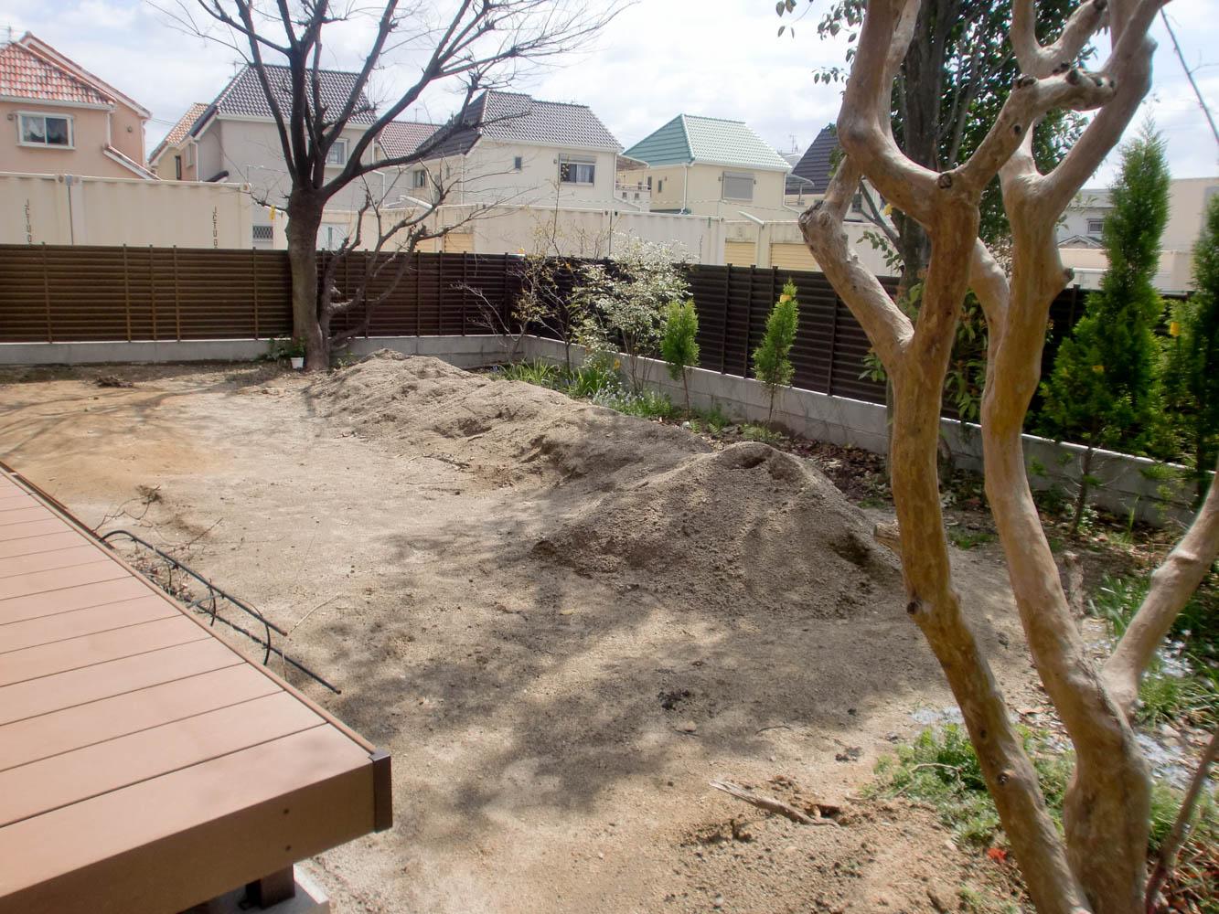 既存の木々を残しながら使いやすい庭へとリフォームの施工前