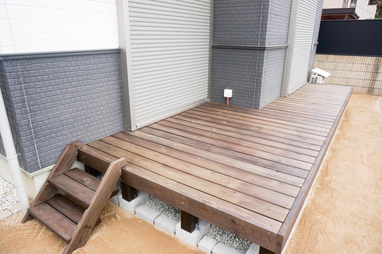 新築の庭の一角にBBQ台を設置