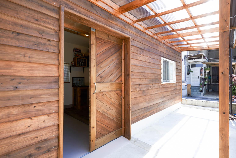 フィトライフの庭小屋を大人の秘密基地にする(大きなドア)