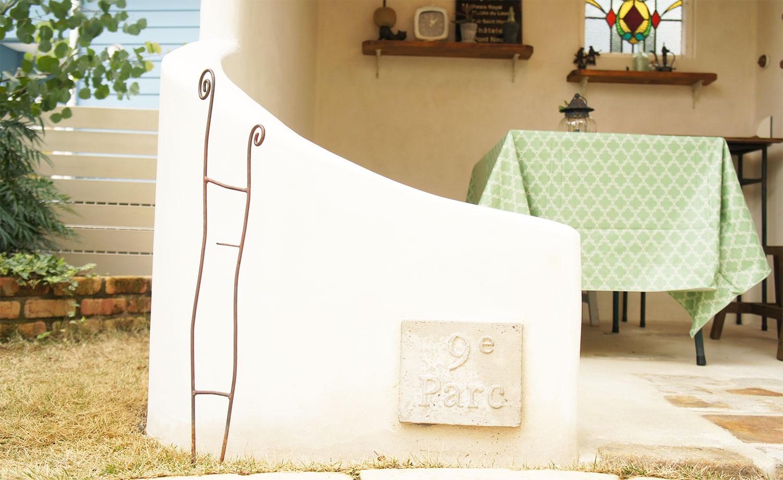 イタリア製漆喰塗りの庭小屋(袖壁)