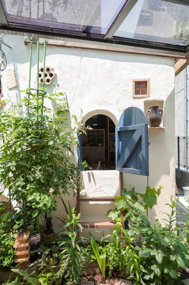 フィトライフのアリスをモチーフにした庭小屋(隠しドア)