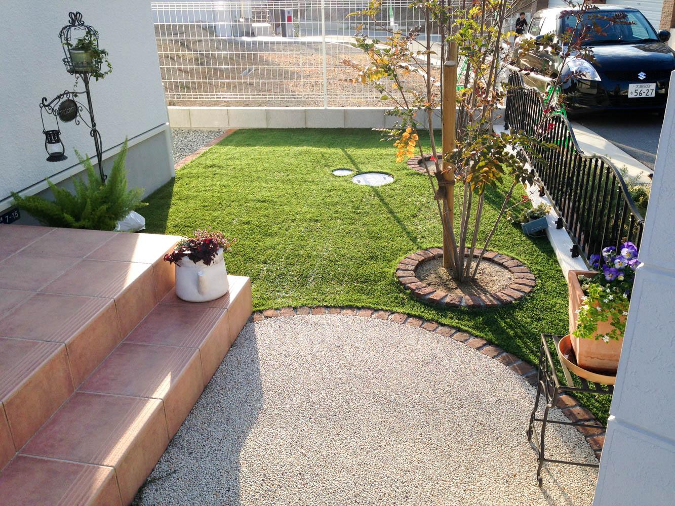 無機質な庭をナチュラルテイストの庭にリフォームの施工前