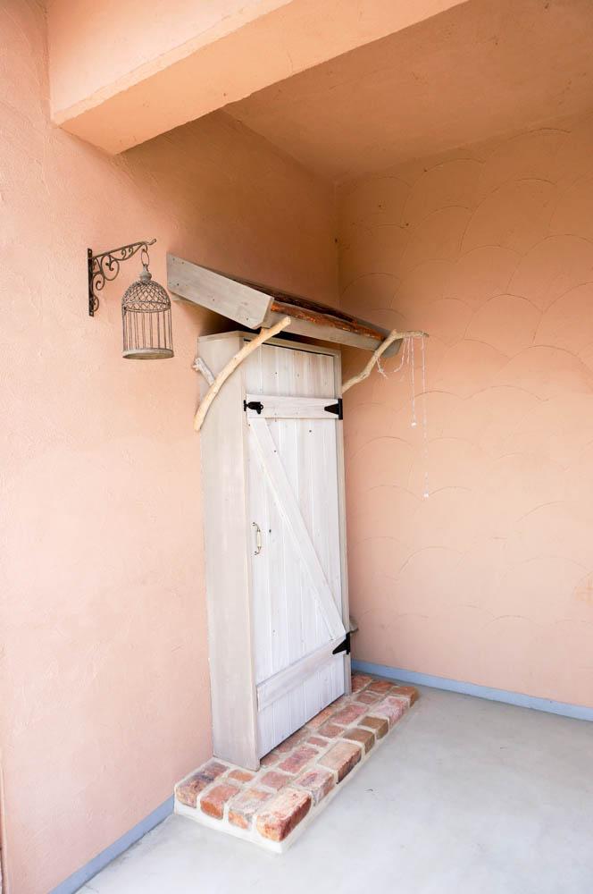 フィトライフの大人テイストの小さな庭小屋(飾りドアの側面)