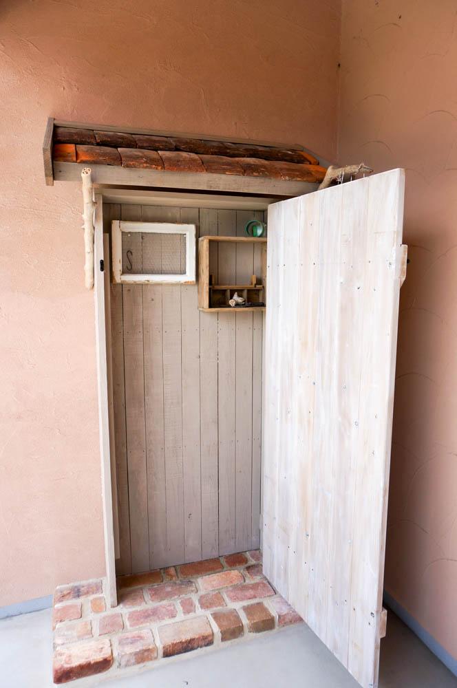 フィトライフの大人テイストの小さな庭小屋(飾りドアの内側)