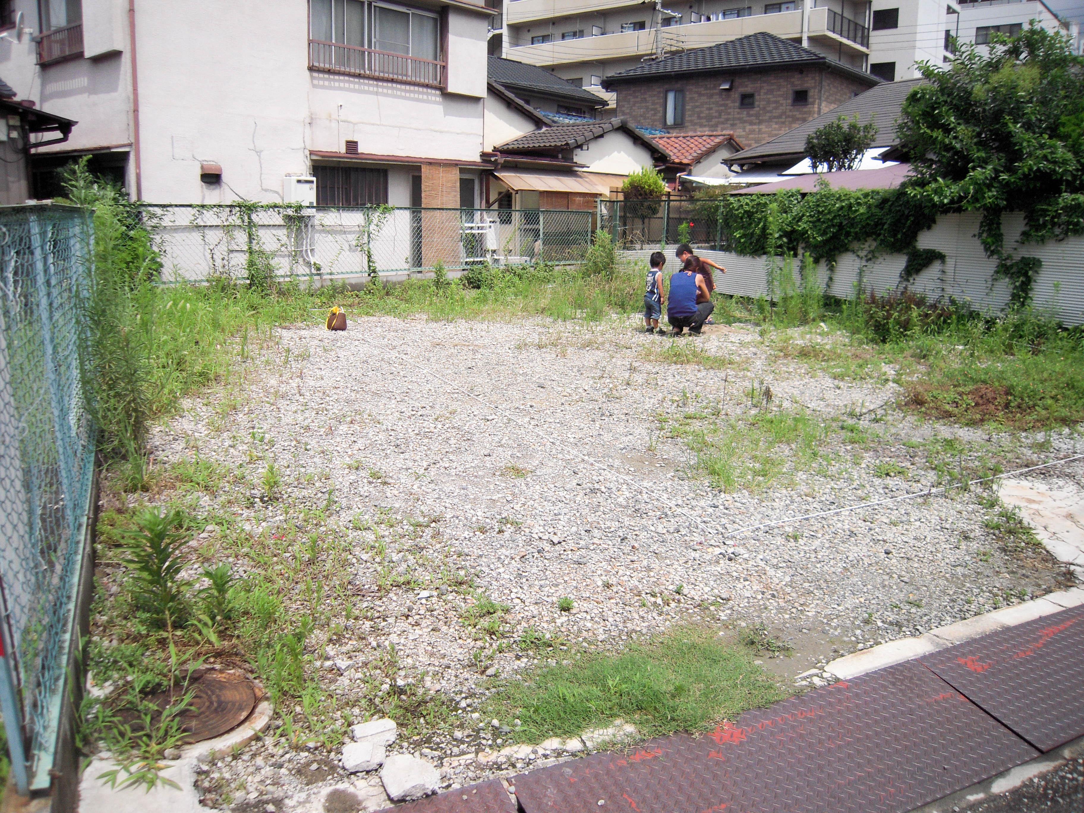 2階建ての庭の施工前